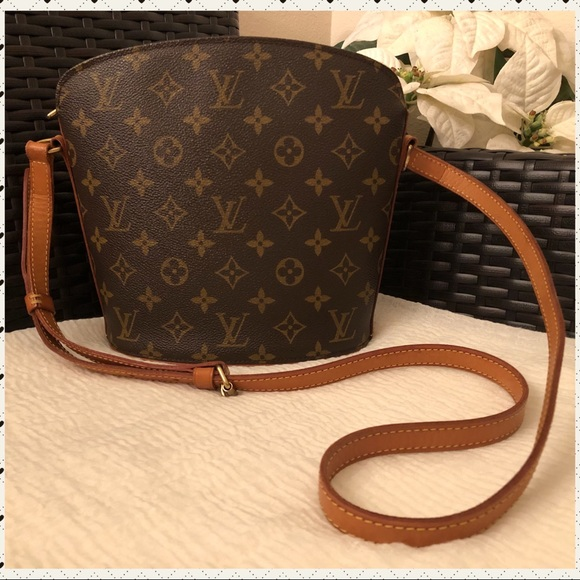 4ac7bab656cc Louis Vuitton Handbags - Authentic Louis Vuitton Drouot Crossbody Bag